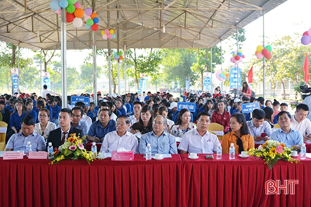 Ly Tu Trong Vocational College opens a new school year